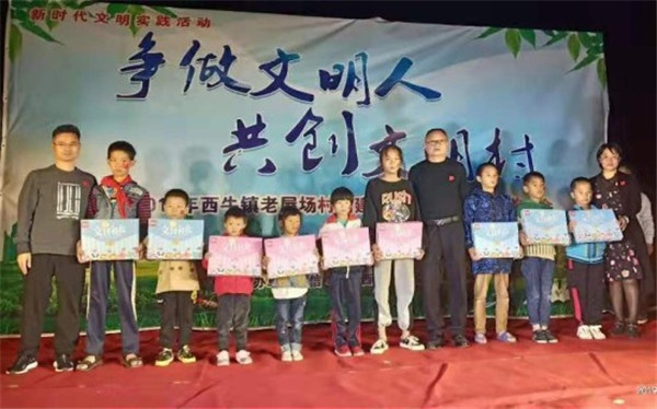 20191125(工作动态)信丰县卫健委关工委开展健康扶贫活动778.jpg